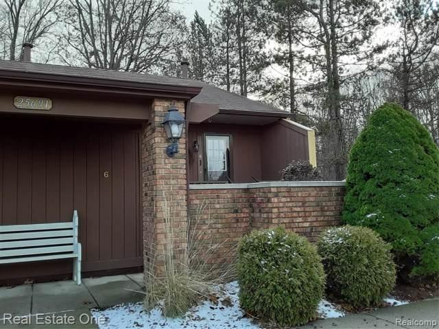 25691 Lexington Drive #6, South Lyon, MI 48178 (#219122692) :: The Buckley Jolley Real Estate Team