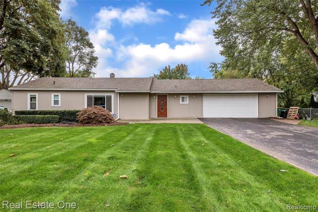 676 S Briarvale Drive, Auburn Hills, MI 48326 (#219122750) :: The Buckley Jolley Real Estate Team