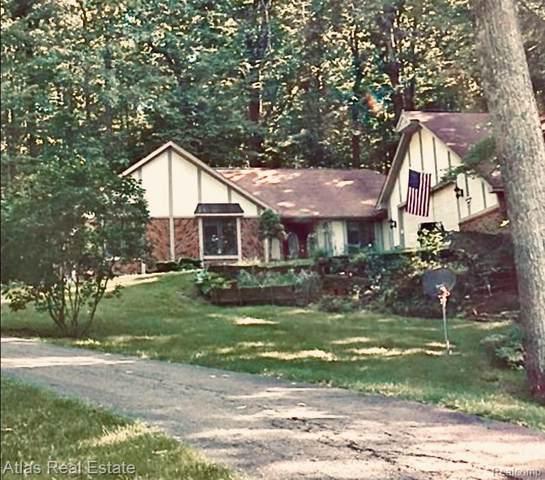 9950 Misty Ridge Circle, Springfield Twp, MI 48348 (#219124193) :: The Buckley Jolley Real Estate Team