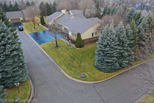8440 Tara Lane, White Lake Twp, MI 48386 (#219124968) :: The Mulvihill Group