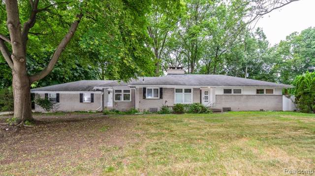 6723 Parkway Circle, Dearborn Heights, MI 48127 (#2200000177) :: The Buckley Jolley Real Estate Team