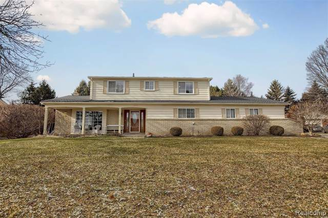 54777 Queens Row, Shelby Twp, MI 48316 (#2200001637) :: The Mulvihill Group