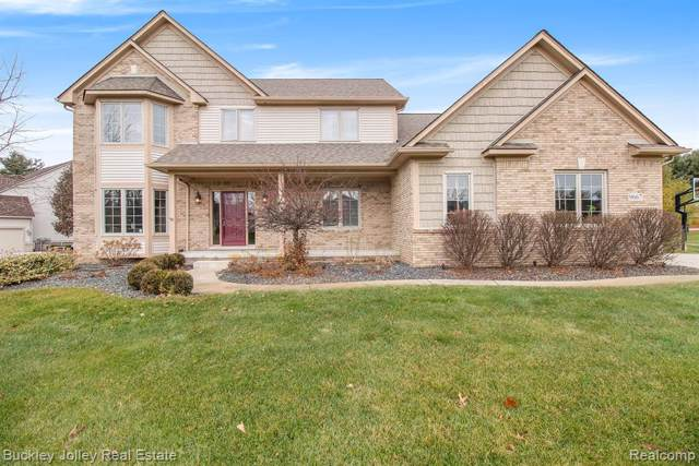 9667 Winding Pines Drive, Green Oak Twp, MI 48116 (#2200002007) :: The Buckley Jolley Real Estate Team
