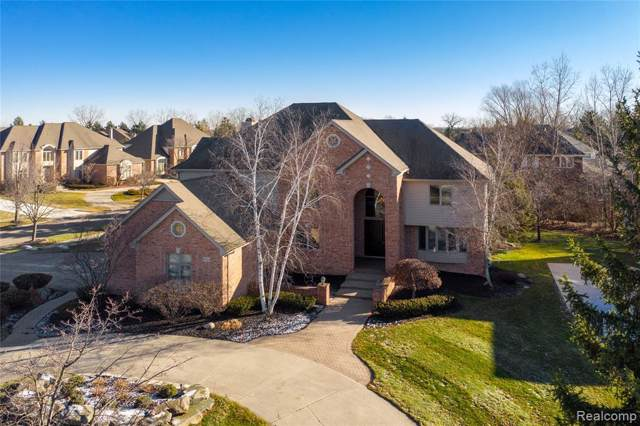 6735 Forestview Court, West Bloomfield Twp, MI 48322 (#2200002254) :: The Mulvihill Group