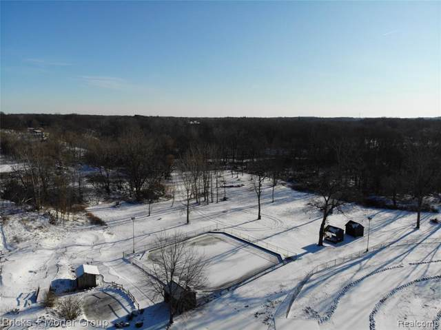 2000 E Columbia, Emmett Twp, MI 49014 (MLS #2200002902) :: The Toth Team