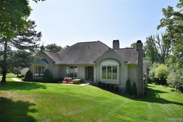 2447 Hickory Glen Drive P, Bloomfield Hills, MI 48304 (#2200003233) :: RE/MAX Nexus