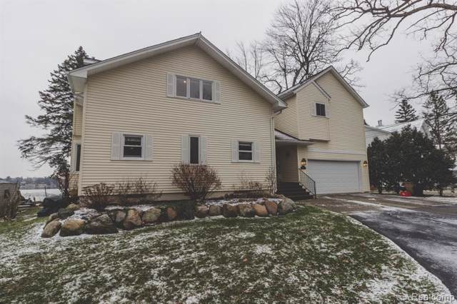 4265 Lakewood Drive, Waterford Twp, MI 48329 (#2200003593) :: The Alex Nugent Team | Real Estate One