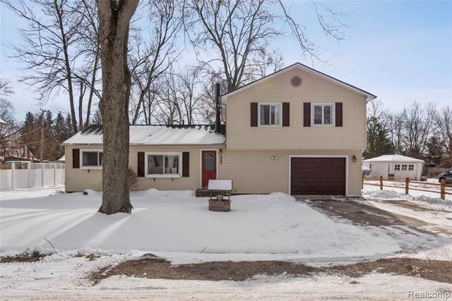 2964 Cloverdale, Highland Twp, MI 48356 (MLS #2200003677) :: The Toth Team