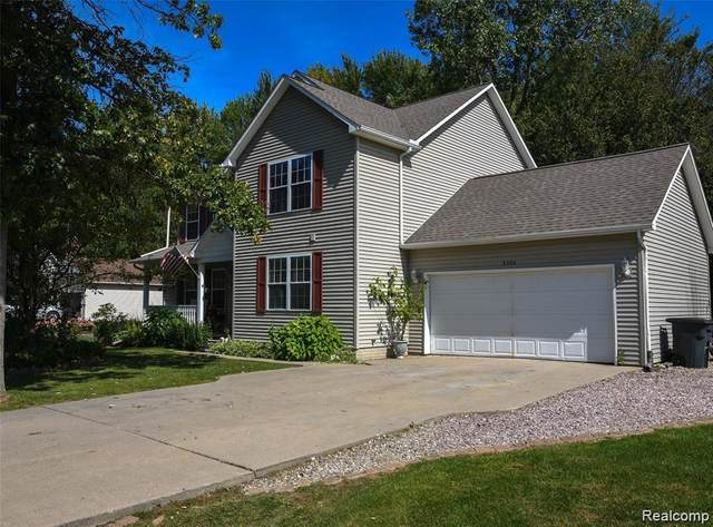2302 Pine Grove, Burton, MI 48519 (#2200003719) :: The Merrie Johnson Team