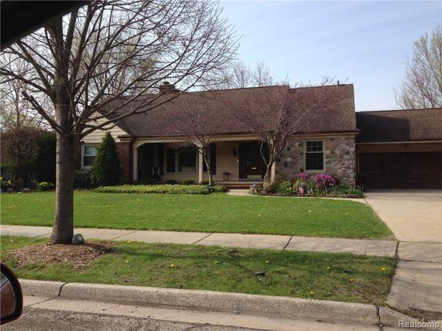 1457 Lochmoor Blvd, Grosse Pointe Woods, MI 48236 (#2200004035) :: Team DeYonker