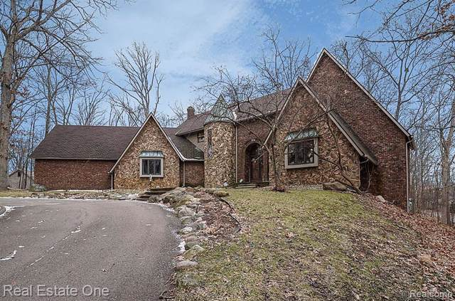 2664 Spring Grove Drive, Genoa Twp, MI 48114 (#2200004441) :: The Buckley Jolley Real Estate Team