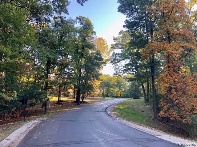 1779 Heron Ridge Drive, Bloomfield Twp, MI 48302 (MLS #2200004539) :: The Toth Team