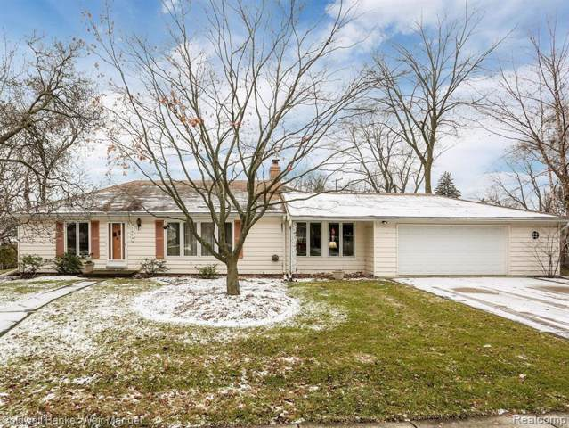 1834 Woodland Avenue, Sylvan Lake, MI 48320 (#2200004681) :: RE/MAX Nexus