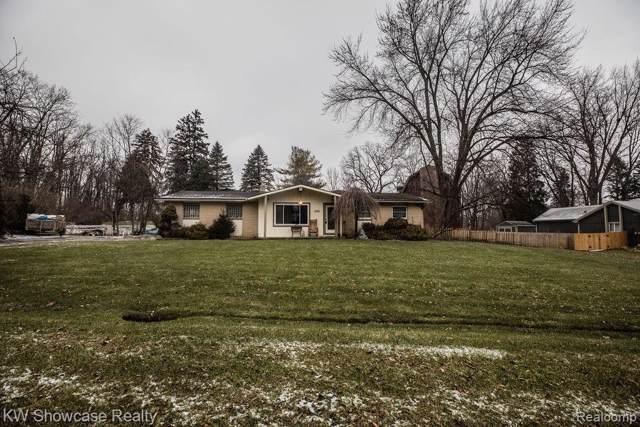 1268 Pinecrest Drive, White Lake Twp, MI 48386 (#2200004893) :: RE/MAX Classic