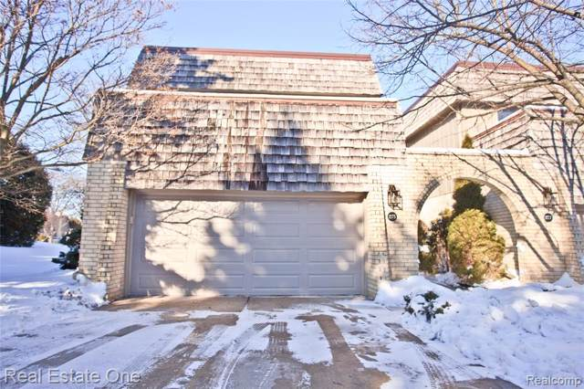 1275 Oakwood Court, Rochester Hills, MI 48307 (#2200005120) :: Team Sanford