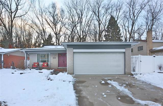 30189 Westwood Drive, Madison Heights, MI 48071 (MLS #2200005904) :: The Toth Team