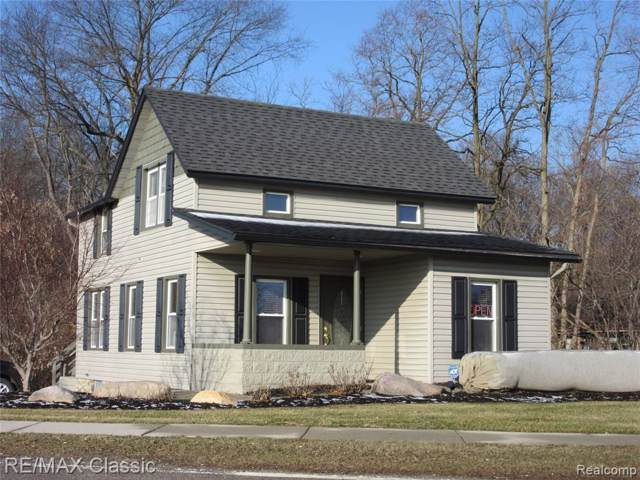 653 Highland Avenue, Milford Vlg, MI 48381 (#2200005964) :: The Mulvihill Group