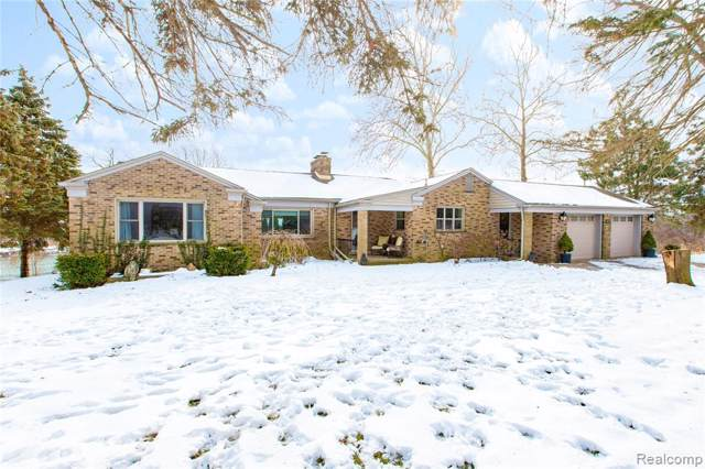 10187 Gregory Drive, Grosse Ile Twp, MI 48138 (#2200006126) :: GK Real Estate Team