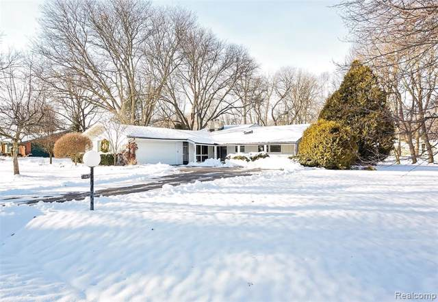 3083 Oakhill Drive, Troy, MI 48084 (#2200006423) :: The Mulvihill Group