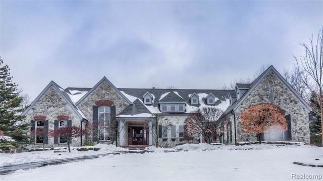 1486 Highpoint Drive, Oakland Twp, MI 48306 (#2200007614) :: The Mulvihill Group