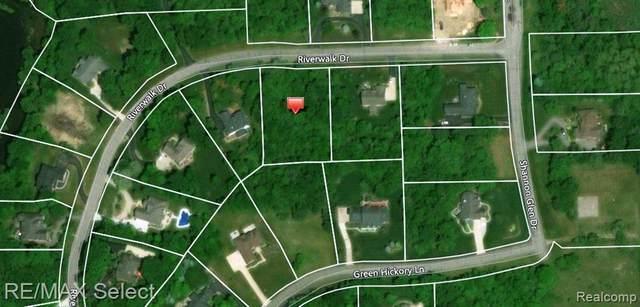 Unit 23 Riverwalk Drive, Tyrone Twp, MI 48430 (#2200008939) :: The Mulvihill Group