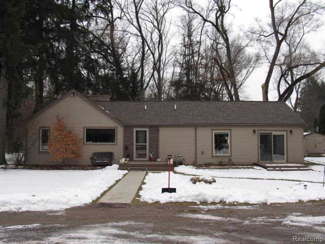 4287 Newton Road, Commerce Twp, MI 48390 (#2200009048) :: The Mulvihill Group