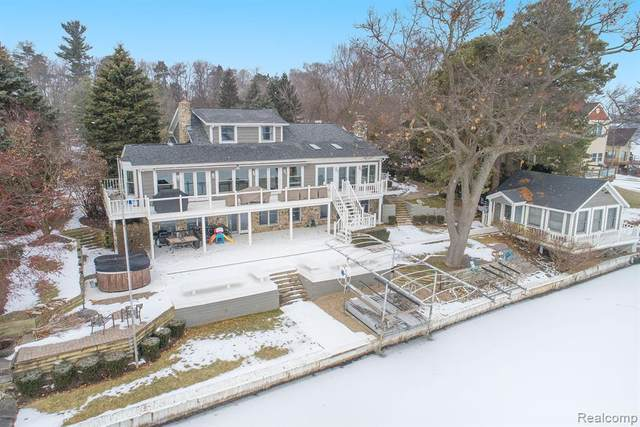 4356 Sashabaw Road, Waterford Twp, MI 48329 (#2200009084) :: The Buckley Jolley Real Estate Team