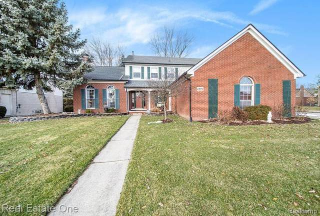 2890 Chippewa Court, Troy, MI 48085 (#2200009199) :: The Buckley Jolley Real Estate Team