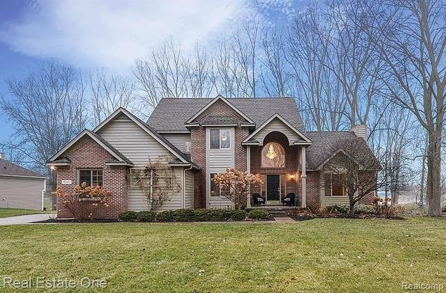 3207 Shadow Brook Lane, Hamburg Twp, MI 48169 (MLS #2200009881) :: The Toth Team