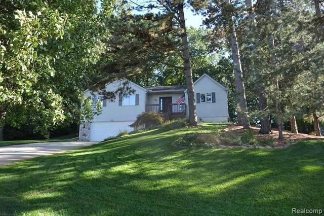 10947 Charring Cross Circle, Green Oak Twp, MI 48189 (#2200010237) :: The Buckley Jolley Real Estate Team