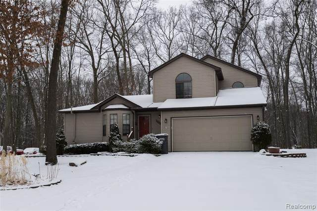 11268 Shadow Woods Lane, Hamburg Twp, MI 48189 (MLS #2200010957) :: The Toth Team