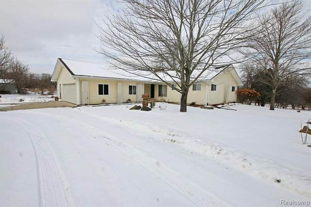 4725 Secord Lake Road, Addison Twp, MI 48367 (#2200011511) :: The Mulvihill Group