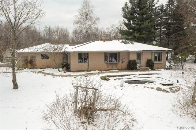 1600 Noble Road, Addison Twp, MI 48367 (#2200011989) :: The Mulvihill Group