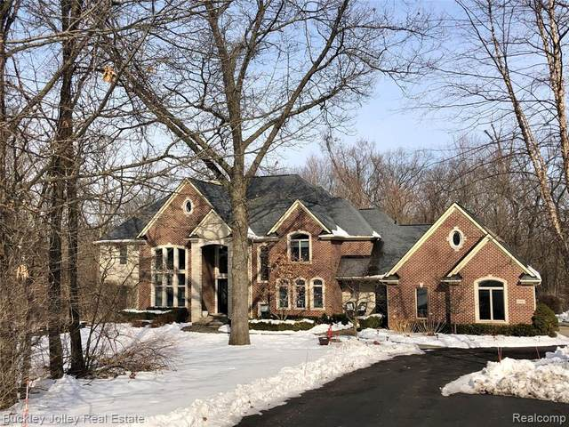 3040 Tall Timbers Drive, Milford Twp, MI 48380 (#2200012979) :: The Buckley Jolley Real Estate Team
