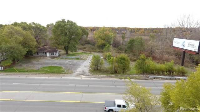 8703 Highland Road, White Lake Twp, MI 48386 (#2200013340) :: Alan Brown Group
