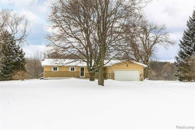 3107 S Fenton Road, Rose Twp, MI 48442 (MLS #2200013518) :: The John Wentworth Group