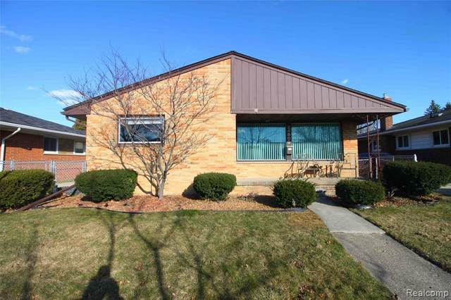 24800 Wood Street, Saint Clair Shores, MI 48080 (#2200013580) :: Alan Brown Group