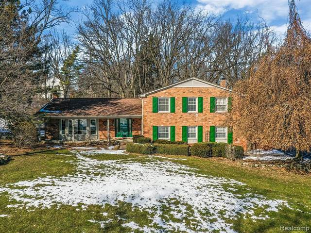 447 Steeple Chase Court, Bloomfield Twp, MI 48304 (MLS #2200013613) :: The Toth Team