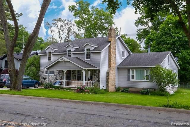 440 Crystal St., Milford Vlg, MI 48381 (#2200014241) :: The Buckley Jolley Real Estate Team