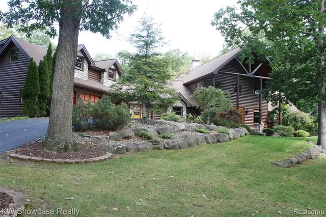 8725 River Run Drive, White Lake Twp, MI 48386 (#2200014286) :: The Buckley Jolley Real Estate Team