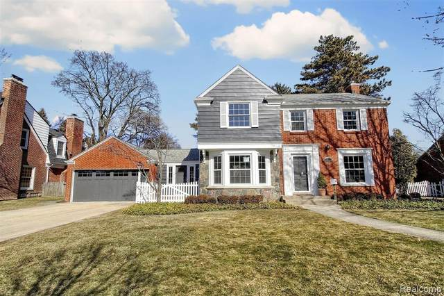 60 Hawthorne Road, Village of Grosse Pointe Shores, MI 48236 (MLS #2200014304) :: The Toth Team