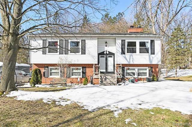 2617 Parkway Place, Hartland Twp, MI 48353 (#2200014809) :: The Buckley Jolley Real Estate Team