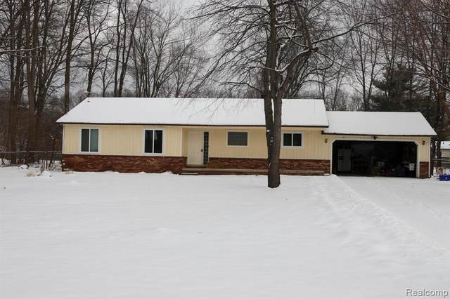 1840 Copperbell Drive W, Commerce Twp, MI 48390 (#2200014811) :: The Buckley Jolley Real Estate Team