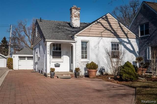 1784 Hampton Road, Grosse Pointe Woods, MI 48236 (#2200014816) :: The Buckley Jolley Real Estate Team