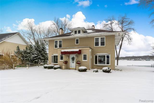 2393 Margaret Drive, Fenton Twp, MI 48430 (#2200014831) :: The Merrie Johnson Team