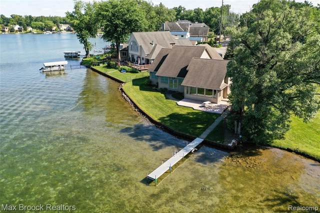 1807 Union Lake Road, Commerce Twp, MI 48382 (#2200014927) :: The Mulvihill Group