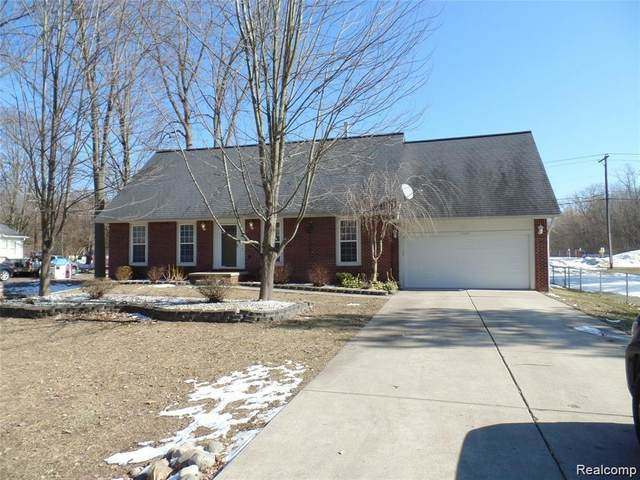 53520 Wolf Drive, Shelby Twp, MI 48316 (MLS #2200015010) :: The Toth Team