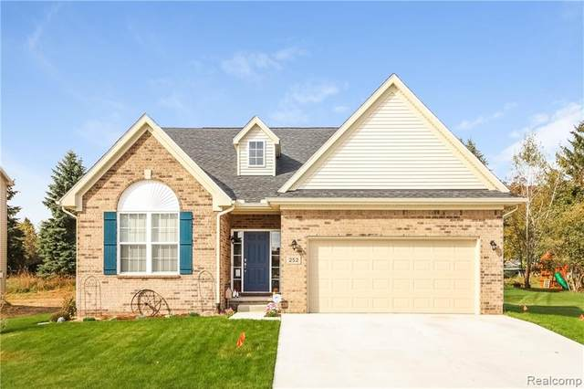242 Crystal Wood Circle, Marion Twp, MI 48843 (#2200015157) :: The Mulvihill Group