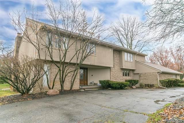 6193 Saint James Drive, West Bloomfield Twp, MI 48322 (#2200015351) :: BestMichiganHouses.com