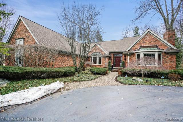 3918 Oakhills Drive, Bloomfield Twp, MI 48301 (#2200015376) :: The Alex Nugent Team | Real Estate One